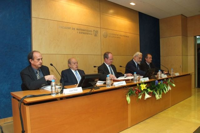 081114_magister_honoris_causa_jaume_pages_2.JPG