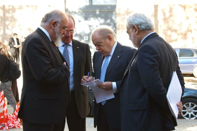 081114_magister_honoris_causa_jaume_pages_0.JPG