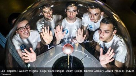 Estudiants de la UPC, a la caça de muons a l'estratosfera per comprovar la teoria de la relativitat