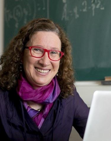 La professora Lupe Gómez, nomenada representant europea del Caucus for Women in Statistics